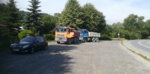 Samochód ciężarowy zatrzymany do kontroli.