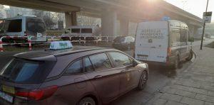 Inspektorzy zatrzymali do kontroli pojazd wykonujący przewóz osób taksówką.