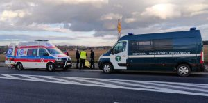 Inspektorzy osobie poszkodowanej udzielili kwalifikowanej pierwszej pomocy oraz wezwali służby ratownicze.