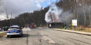 Gaszenie pożaru budynku zlokalizowanego na parkingu w miejscowości Brzuchania.