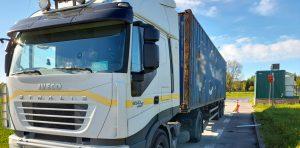 Nienormatywny pojazd ciężarowy zatrzymany przez inspektorów ITD.