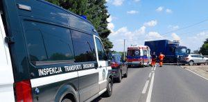 Inspektorzy wezwani do wypadku drogowego.