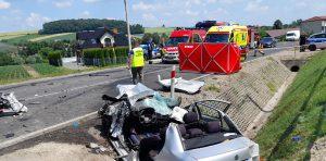 Kierowca samochodu osobowego wskutek odniesionych obrażeń zmarł.