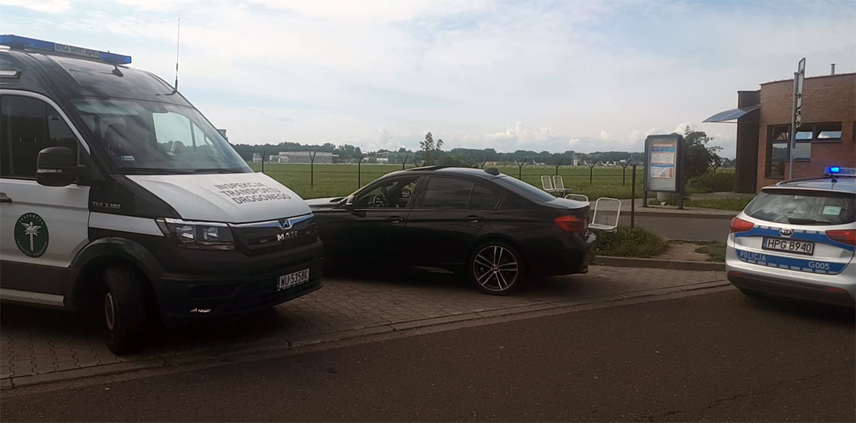 Kierowca BMW szarżował bez uprawnień.