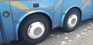 Inspektorzy zatrzymali do kontroli autobus, którym podróżowało 64 pasażerów.