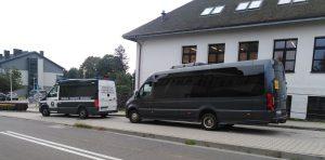 Kierowca autobusu szkolnego nie posiadał wymaganych przepisami prawa uprawnień.