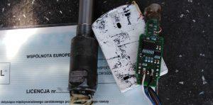 W takcie kontroli stwierdzono że w pojeździe zamontowane jest urządzenie do fałszowania zapisów tachografu.